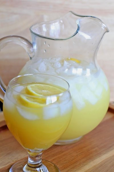 How to Host Summer Bridal and Baby Showers - Sparkling Summer Lemonade