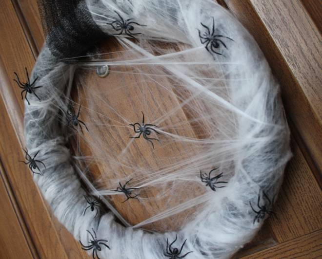 7 Tips to Create Halloween Decor to Die For - Halloween Spider Wreath - MomEndeavors