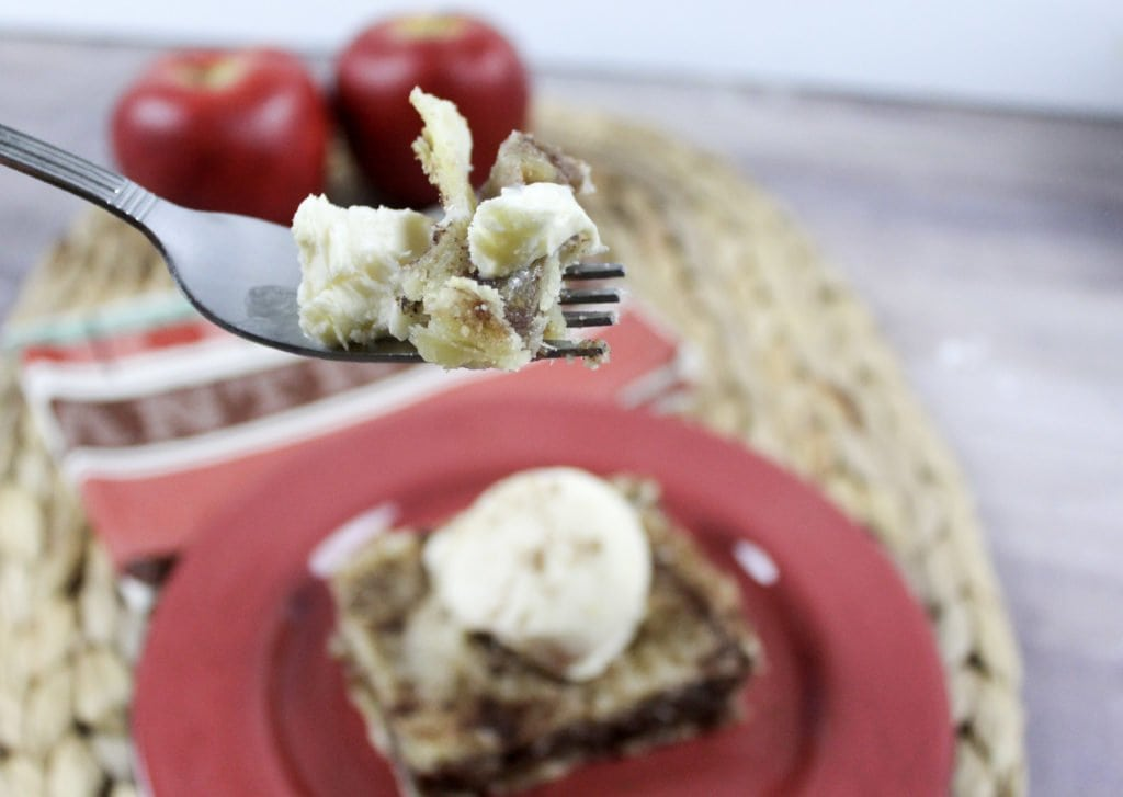 The Sweetest Dessert: Caramel Apple Bars - DELICIOUS! // PrettyExtraordinary.com