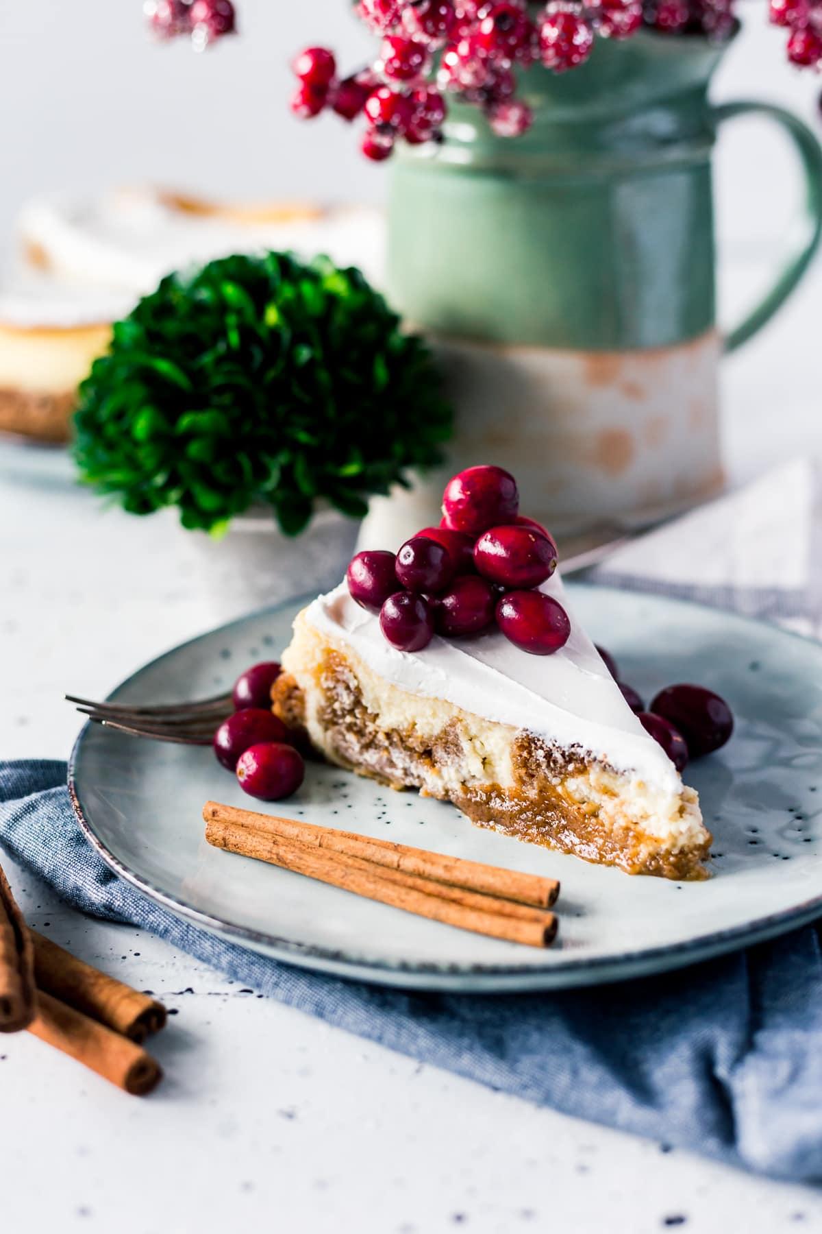 Amazing Dessert: Pumpkin Pie Cheesecake (I promise you can make it!) // PrettyExtraordinary.com